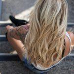 Jak poprawnie myć włosy? Pomoże spieniacz do szamponu!