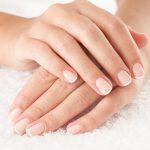 Zregeneruj dłonie, zadbaj o paznokcie – najlepsze sposoby i kuracje