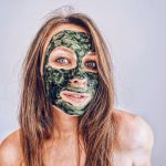 Spirulina w pielęgnacji skóry. Jak działa zielona alga?