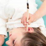 Świecowanie uszu. Na czym polega i czy jest bezpieczne?