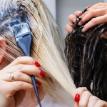 Zadbane włosy bez fryzjera – domowe farbowanie bez wpadki
